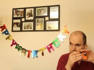 Herr Anton Pump versucht sich als Geburtstags-Fotograf