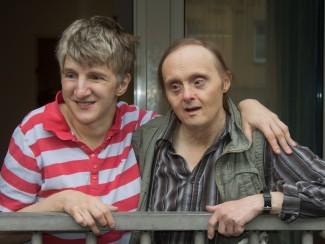 Frau Feldhaas und Herr Toth sind gerne am Balkon.