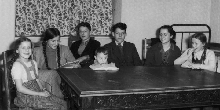 Norbert R. als Siebenjähriger: Die Gesellschaft der damaligen Zeit konnte mit seinesgleichen zwar noch nicht viel anfangen, er wusst sich aber gut versorgt und behütet von seiner Familie