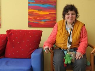 Frau Lischtansky verbringt gerne Zeit im gemeinsamen Wohnzimmer
