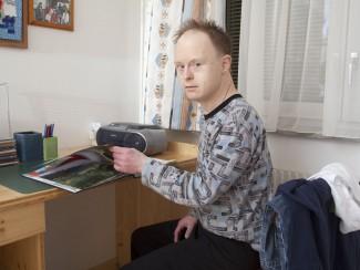 Herr Ennengl beschäftigt sich gerne in seinem Zimmer