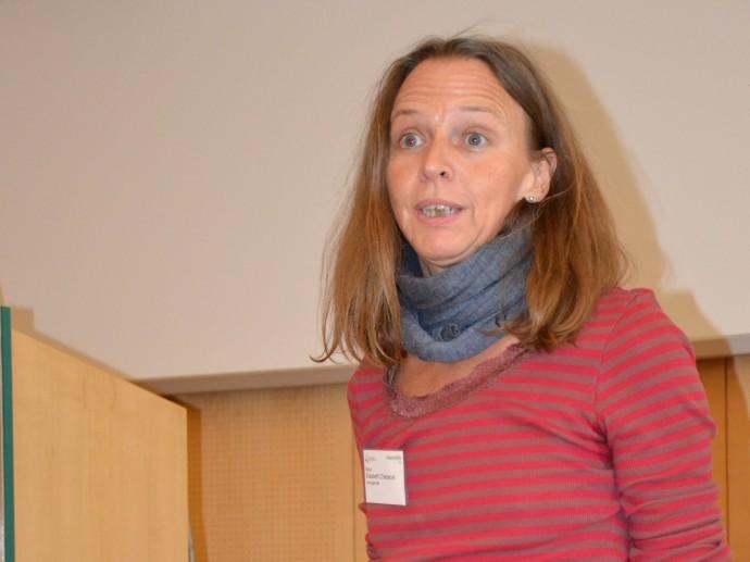Elisabeth Chlebecek leitet den Workshop für professionelle Begleiter/innen