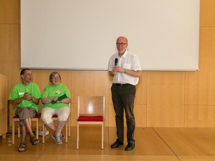 Josef Hochmeister und Heide Tomacek vom MiT-Team mit Univ.-Prof. Dr. Germain Weber, Präsident Lebenshilfe Österreich (rechts)