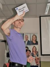 Robert Saugspier präsentiert die amtliche Wahlinformation