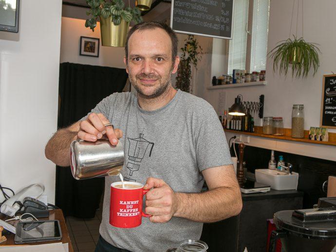 Kaffeehausbesitzer Rudi Klein setzt auf Zusammenarbeit im Grätzel