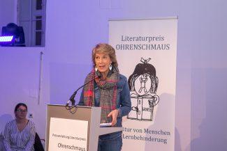 Barbara Rett hielt die Laudatio auf den Text von Frau Holzreiter