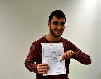 Die Lebenshilfe Wien gratuliert Volkan Aslan zu seiner Ausbildung zum Peer-Streitschlichter im Behindertenbereich