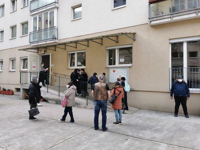 Viele helfende Hände in unserer Organisation ermöglichten die Impfaktionen in der Tagesstruktur Dresdner Straße und in der Nauschgasse