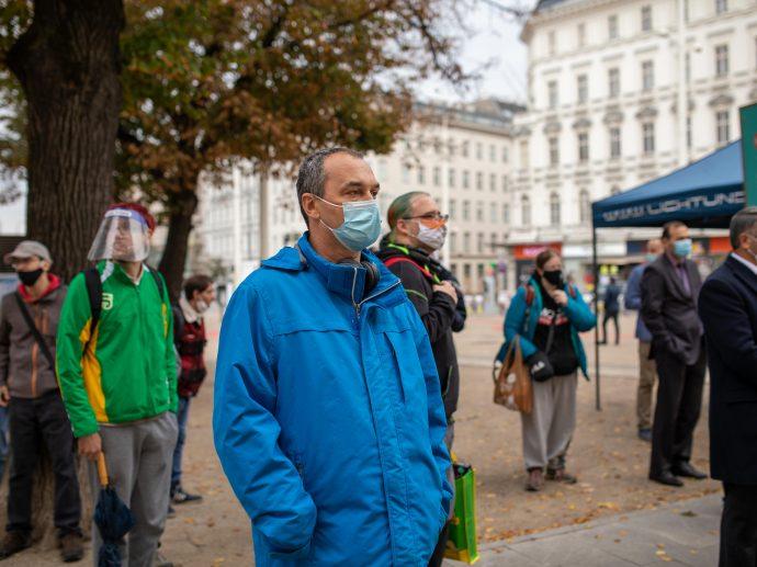 Die Hassbotschaften an Muslime werden vorgelesen, wir hören betroffen zu, Foto: IGGÖ