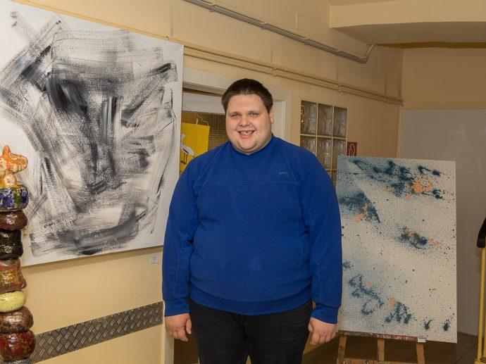 Herr Mihailovic ist stolz mit seinen Bildern auf diversen Ausstellungen dabei zu sein